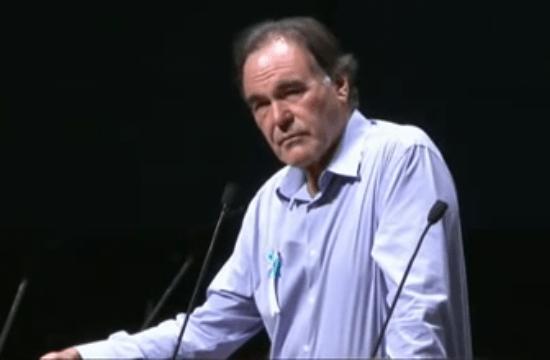 2013年8月6日 原水爆禁止世界大会 広島会場でスピーチをする オリバー・ストーン監督