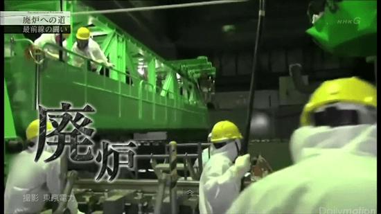 廃炉作業を行う原発作業員たち