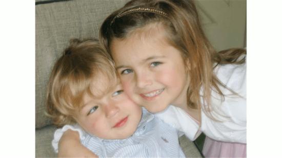 姉と弟の写真