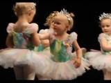 「ちょ、なによー!」「そっちこそ何よー!」2歳の女の子がバレーの発表会でガチバトル