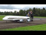 とんでもない完成度!ジャンボジェット機のラジコン飛行機/離陸と着陸が圧巻!
