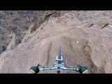 あ、これアカンやつ!両側の地面がないタイプの崖を下る自転車レースをライダー目線でお届け