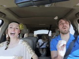 ドライブ中にディズニー映画「アナと雪の女王」の「Love Is an Open Door」の世界に完璧に入りこむ夫婦