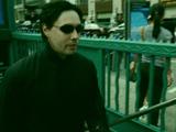 映画「マトリックス」の ネオ vs エージェント・スミス の決闘がデパートの紳士服売場で突然始まっちゃうドッキリ映像