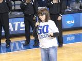 なんかちょっと泣きそうになった♪ 開会式でアメリカの国歌斉唱を任された盲目の少女が鳥肌ものの歌唱力で会場を一つにする