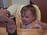 ヒーハー♪ ビールだじぇえええ!ハァハァ!バブバブ!/アル中か!と突っ込まざるを得ない赤ちゃん