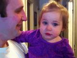 大好きなパパのお髭がなくなったのが悲しくて大泣きする赤ちゃん