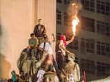 ブラジルの抗議デモ/デモ隊内部に潜入して撮影されたジャーナリスト目線の臨場感あふれる映像