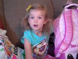 誕生日のサプライズ・プレゼントで「今からディズニーランドに行くわよ!」と言われた6歳の女の子が見せてくれた最高のリアクション