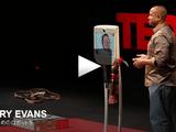 脳卒中による四肢麻痺を抱えながらも、自宅から5000キロ離れた会場でスピーチをするヘンリー・エヴァンズ氏のプレゼンにロボット工学の未来を感じた