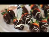 金髪セクシー美女が教える、チョコレート・カバード・ストロベリー (Chocolate Covered Strawberries)の作り方・レシピが実にけしからん件