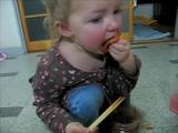 キムチが大好きな赤ちゃん、食べっぷりがカワイイ♪とネットで評判
