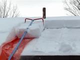 ごっそり感が気持ち良い♪ 屋根の上の「雪かき」が楽しくなりそうなアイテム