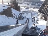 こいつは、怖え・・・。世界最大のスキージャンプ台から滑空する様子を選手本人の目線で撮影した映像