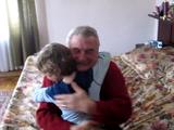 ドイツに住むおじいちゃんの所へ、アメリカから孫が会いに行くという心温まるドッキリ映像