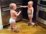 「だだだだだ・・・。」だけで会話を成立させる双子の赤ちゃん