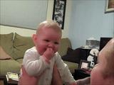 掃除機の音にビックリした赤ちゃんが見せてくれた最高のリアクション