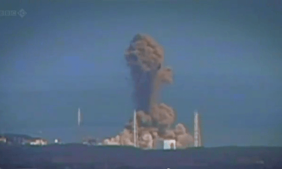 爆発する3号機