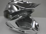 これが最高峰の技術だ!重さ120kgのアルミニウムの固まりからヘルメットを削り出す