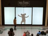 【ディズニー公式】 が仕掛けたサプライズどっきり企画が素敵/ショッピングモールを歩いていたら自分の影がディズニーのキャラクターになってる!