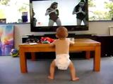 ビヨンセのミュージックPVにかじり付いてノリノリでダンスする赤ちゃんが可愛い