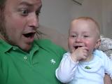 パパが「ぶわぁあああ!」っていうのが可笑しくて笑い続ける赤ちゃん