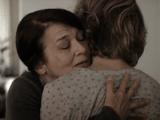 孫への体罰を目撃してしまったおばあちゃんが、母親を抱きしめて「ごめんね」と謝り子供への体罰をさとす