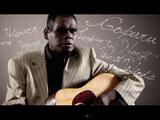 素朴で透明感のある歌声に癒される♪ 盲目のアボリジニ歌手の弾き語りが素敵
