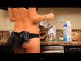 金髪セクシー美女が教えるフレンチトーストの作り方・レシピが実にけしからん件