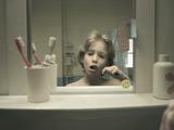 人生なんてあっと言う間。バスルームの鏡に映った一人の男性の人生を5分に凝縮した短編映画「Le Miroir」