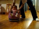自動お掃除ロボットのルンバに赤ちゃんを椅子ごとのっけてみた映像