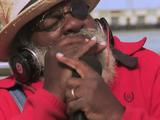 世界中のストリートミュージシャンが「Sittin On The Dock Of The Bay/Otis Redding(オーティス・レディング)」を歌い継ぐ