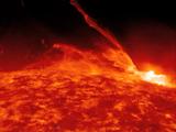 「太陽フレア」がいかに大きいか?を、地球のサイズと比較して説明する映像