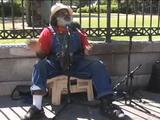 世界中のストリートミュージシャンが「Stand By Me(スタンド・バイ・ミー)/Ben E. King」を歌い継ぐ
