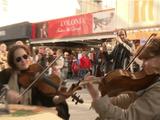 素敵すぎるドッキリ!ドイツの街中で壮大なオーケストラ/しかも演目は「スターウォーズ」
