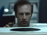 黒い丸が描かれた紙の「ある秘密」に気付いた男/短編映画「The Black Hole(ザ・ブラックホール)」