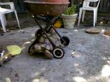 見て見て!僕すごいでしょ?お庭のバーベキューグリルを移動させて飼い主さんに見せにくる亀のシェイクスピアくん